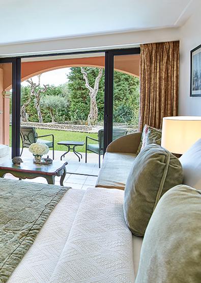 corfu-family-bungalow-open-plan-sea-side-garden-view-corfu-imperial