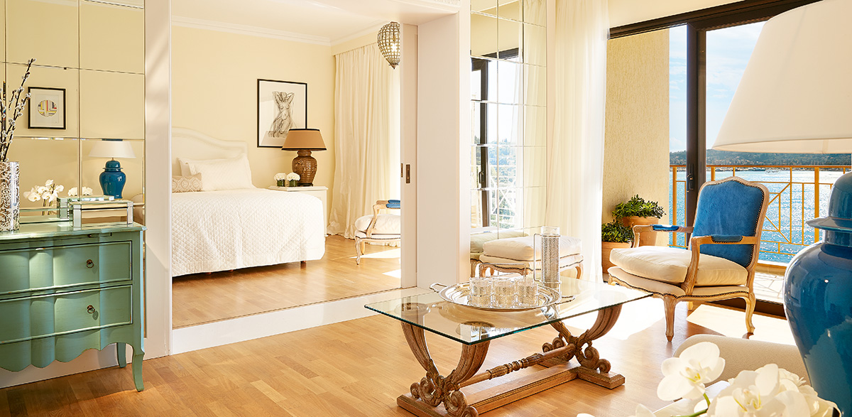 04-corfu-imperial-family-suite-master-bedroom-min
