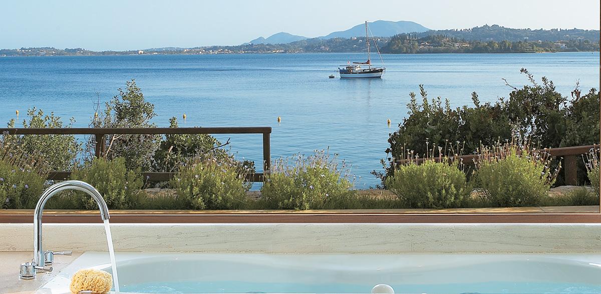 07-dream-villa-waterfront-sea-view-accommodation