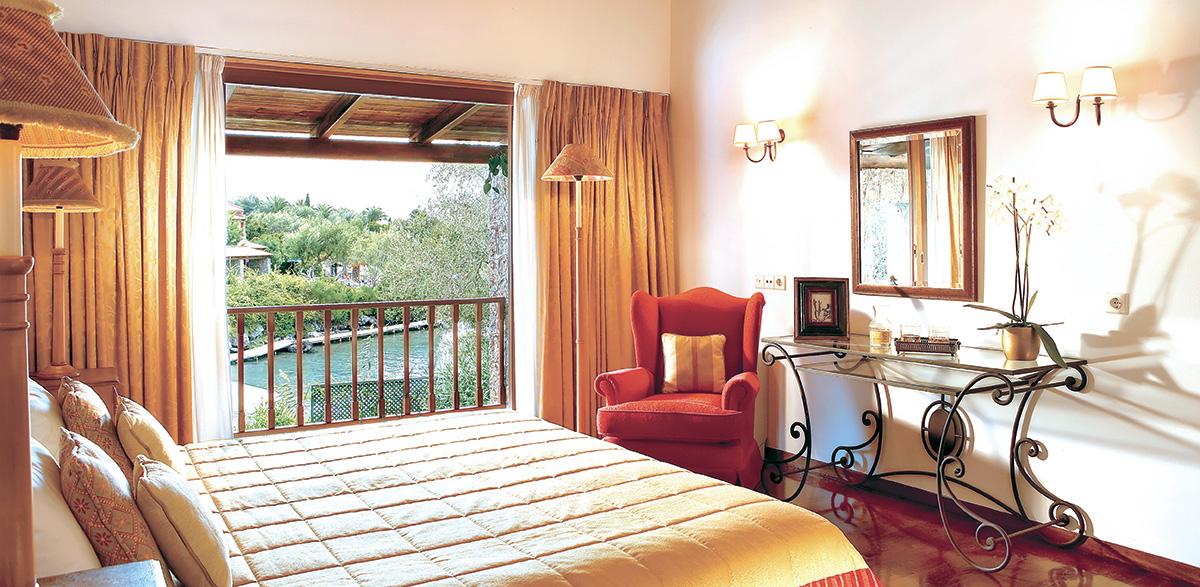 03-dream-villa-beachfront-private-pool-master-bedroom