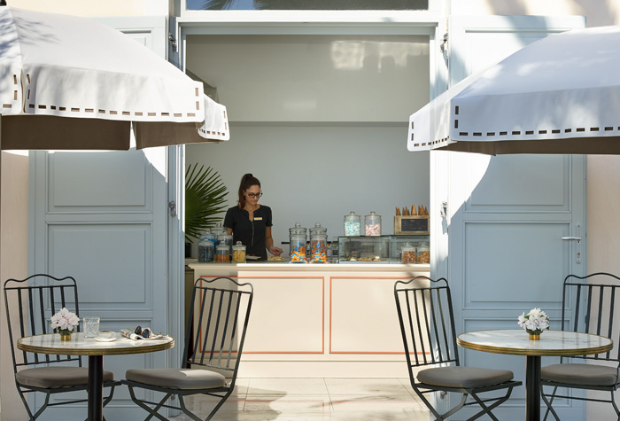 02-corfu-imperial-family-hotel-gelateria
